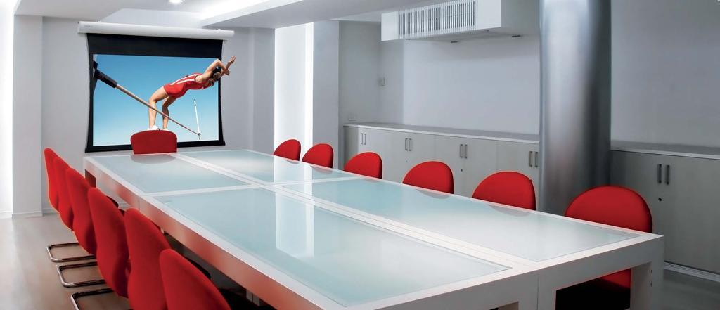 Ecran de proiectie electric tensionat Projecta 154 x 240 HD Progressive 0.6