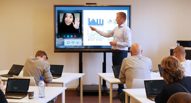 camera prowise move videoconferinta Skype profesori (1)